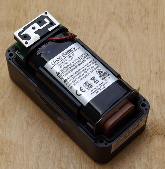 Автомобильный поисковый маяк (закладка) Navixy M7 со снятой крышкой корпуса