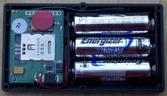 Автомобильный поисковый маяк (закладка) SOBR G01 со снятой крышкой корпуса