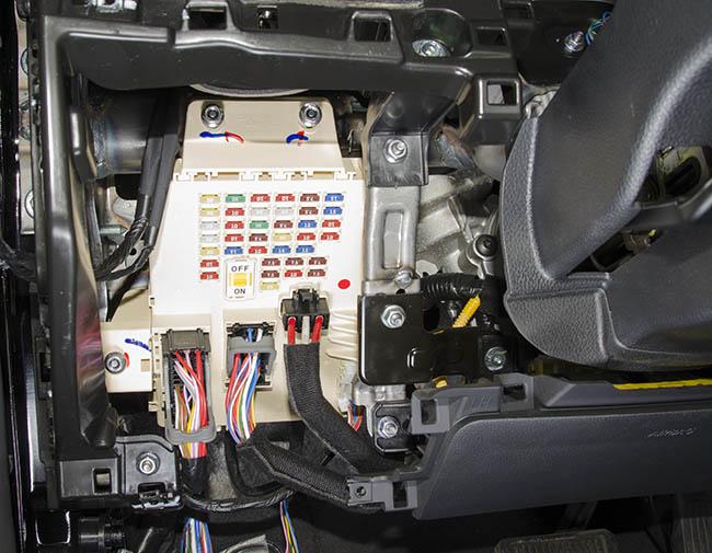 доступ к блоку предохранителей Hyundai i40