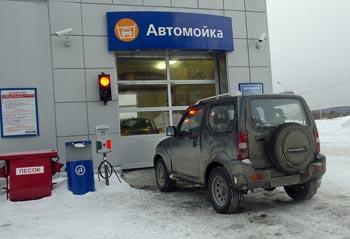 http://www.autodela.ru/assets/images/Test/Suzuki/Jimny/wahing/Suzuki_Jimny_moika_2841_350.jpg