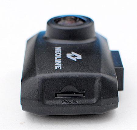 С правой стороны корпуса находится слот для карты памяти micro USB.