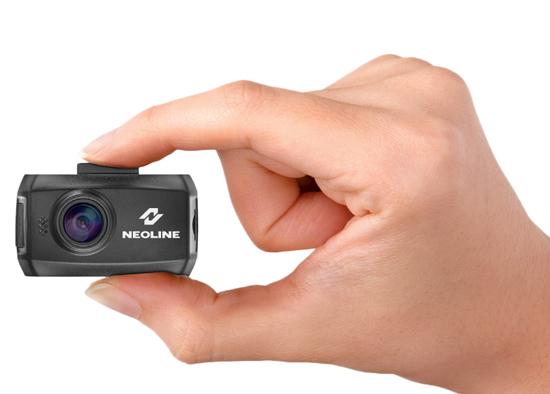 По своим габаритным размерам автомобильного Full HD видеорегистратора Neoline Ringo не превышает коробок спичек.