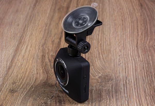 Тест -обзор автомобильного видеорегистратора AdvoCam-FD One. Максимум за минимум
