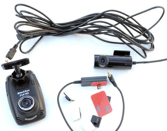 В комплект автомобильного видеорегистратора BlackSys CF-100 GPS 2CH входят помимо соединительных проводов камера заднего вида и GPS приемник.