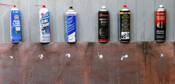 На фотографии представлены результаты тестов очистителей тормозов на эталонном загрязнителе для составов: Permatex Brake & Parts Cleaner, Gunk Brake Clener, Berner «Очиститель тормозов», G-Power «Очиститель деталей», Variac (Loctite) Brems Reiniger, Hi-Gear «Очиститель тормозов» HG5385R.