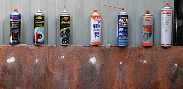 На фотографии представлены результаты тестов очистителей тормозов на эталонном загрязнителе для составов: Partner «Очиститель тормозов Bremsen & Teilreiniger», ASTROhim «Очиститель тормозов», ASTROhim «Быстрый очиститель», Liqui Moly «Быстрый очиститель Schnell-Reiniger», ABRO BC-750 Brake & Parts Clener, Wynn's Brake and Clutch Cleaner, OKS 2661.