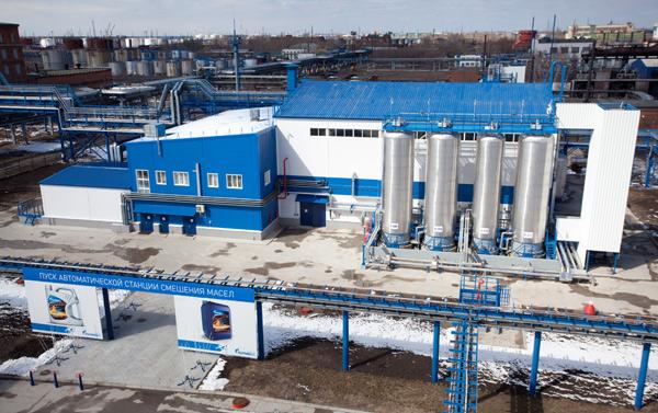 Цех блендинга на Омском заводе смазочных материалов снаружи