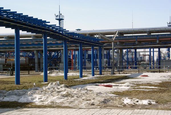 Трубопроводы подачи компонентов в цех блендинга на Омском заводе смазочных материалов