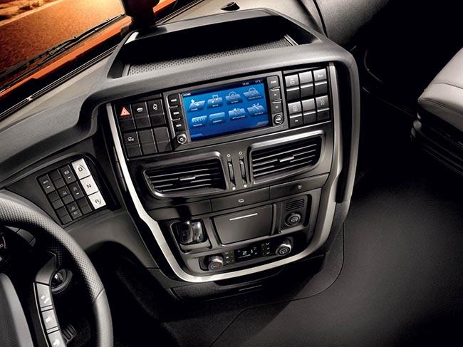 IVECONNECT включает в себя навигацию, функции помощи водителю и управления парком (IVECONNECT FLEET) и информационно-развлекательные функции