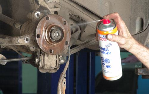 Для того чтобы быстро обезжирить поверхности удобно использовать быстрый очиститель Liqui Moly Schnell Reiniger.