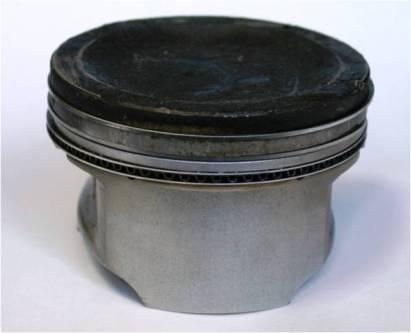 Нагар на головке поршня может привести к изменению степени сжатия цилиндра, но его можно удалить использую средства для промывки масляной системы двигателя