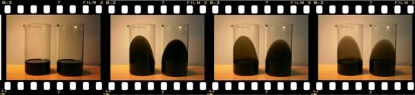 В двух колбах одна и также отработка, но в одну из них добавлено средство для промывки масляной системы