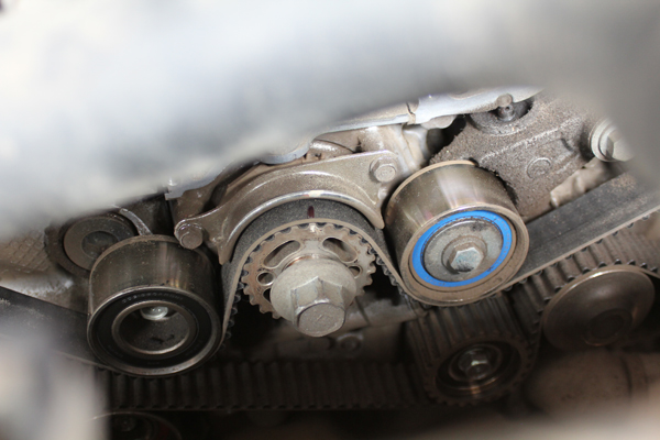 Смазываем ролики и проверяем ремень ГРМ Subaru Impreza 1.5