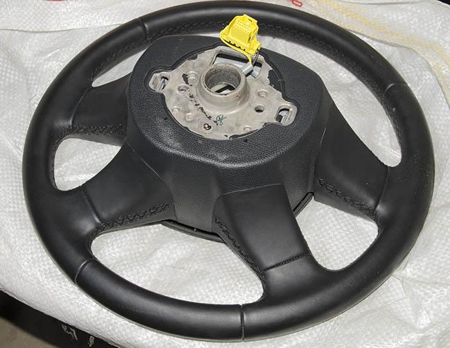 Снятие водительской подушки безопасности и руля на Skoda Fabia