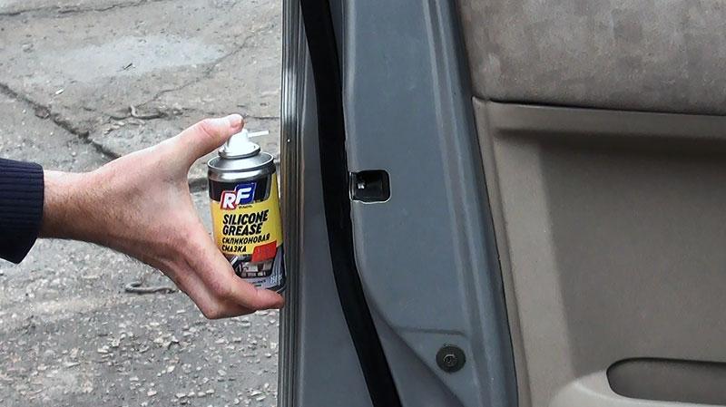 Как сделать так, чтобы двери автомобиля не примерзали?